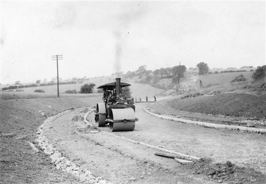 Photo:Steamroller at work on the new approach roads to the bridge, 1938-39.