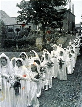 Photo:May procession leaving the chapel and chapel house, 1947?