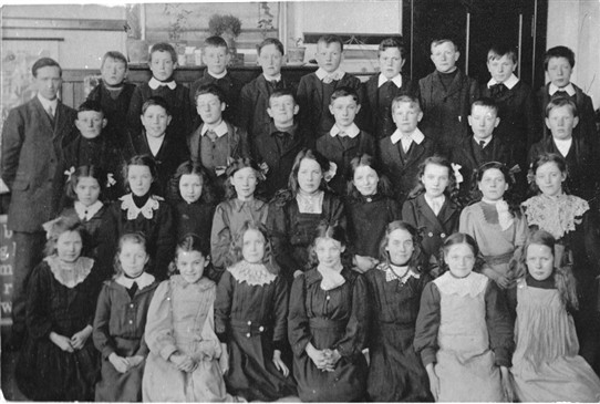 Photo:An Addiewell School class in the early 1900s.