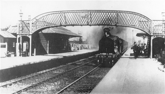 Photo:Steam train at Addiewell Station, 1910s (?)