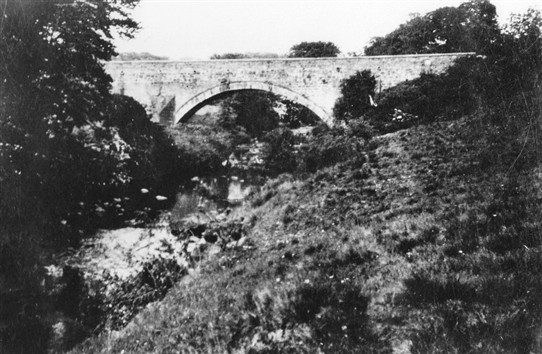 Photo:The old bridge seen from the Breich Water, 1930s.