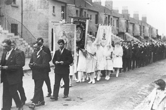 Photo:The May Procession in Livingstone Street, 1920s.