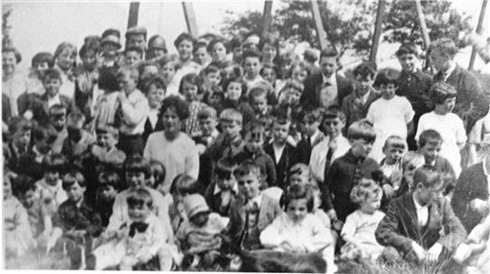 Photo:Father Kenny's picnic, 1922.
