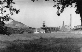 Photo:Loganlea Colliery and bing